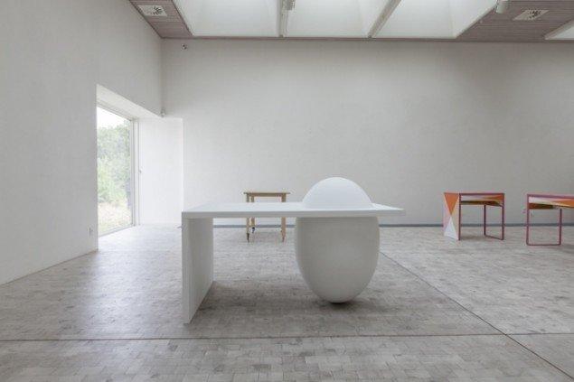 Sophia Kalkau: White Table, 2013, Bornholms Kunstmuseum. Foto: Sophia Kalkau.