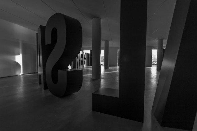 Jens Haaning og Santiago Sierra: The Copenhagen Declaration. Foto: Guston Sondin-Kung, © Faurschou Foundation.