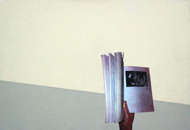 Rune Elgaard: Hånd med bog med stilleben (50), 2013. Olie og akryl på lærred, 59x85 cm. På Epiloger, KANT. Foto: Lars Morell