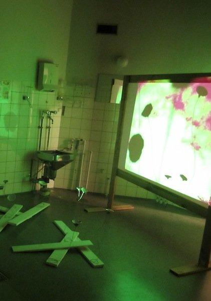 Karina Præstegaards installation. Installationsview, Operationsgangen i Odder. Foto: Faranak Sohi