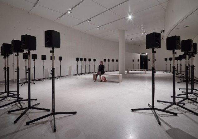 Janet Cardiff & George Bures Miller: The Forty Part Motet, 2001. På Something Strange This Way, ARoS fra d. 29/11. Foto: Anders Sune Berg