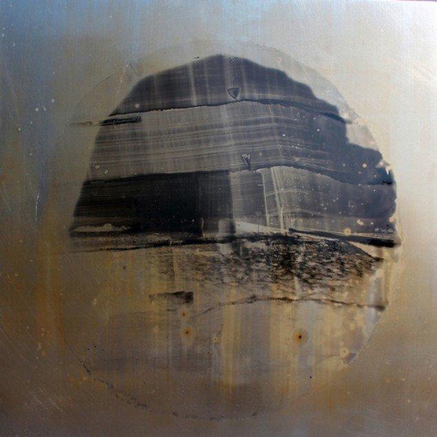 Nanna Lysholt Hansen: Dear Mary (Steel), 2014. Photographic emulsion and varnish on steel. Foto: Nanna Lysholt Hansen