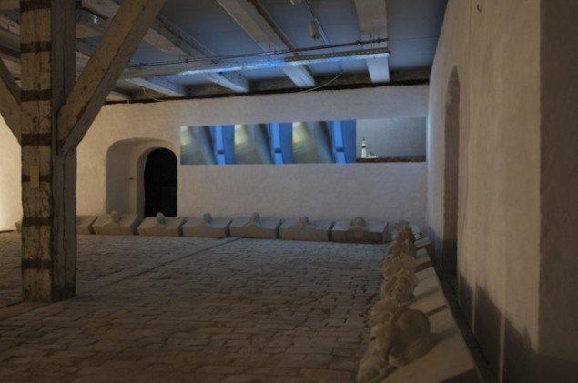 Installationsview af Ingrid Skovgaards video- og lydinstallation Cross Wide Out på udstillingen Skilsmissen, 2014 frem til 21. dec. Foto: Ingrid Skovgaard
