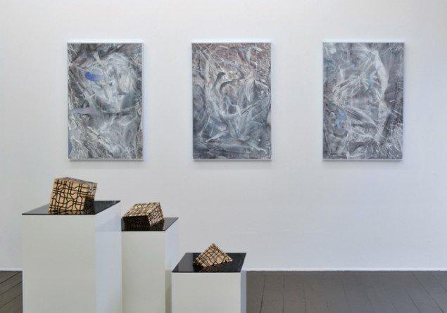 Installationsview med værker af Silas Inoue & Toke Flyvholm. På Artist's Choice, Marie Kirkegaard Gallery. Pressefoto