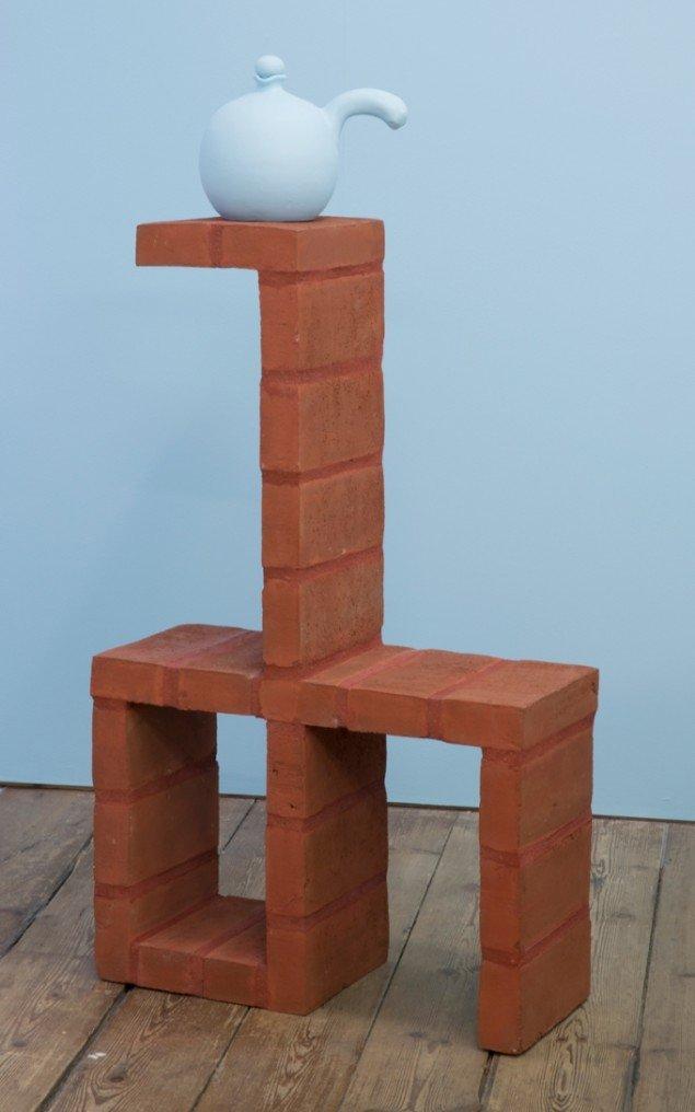 Merete Vyff Slyngborg: Nordic NHL Brick Chair, 2014. Mursten, rødt mørtel, 93x57x23 cm. På A Perhaps Tasteful Image, GREEN IS GOLD. Foto: Søren Aagaard