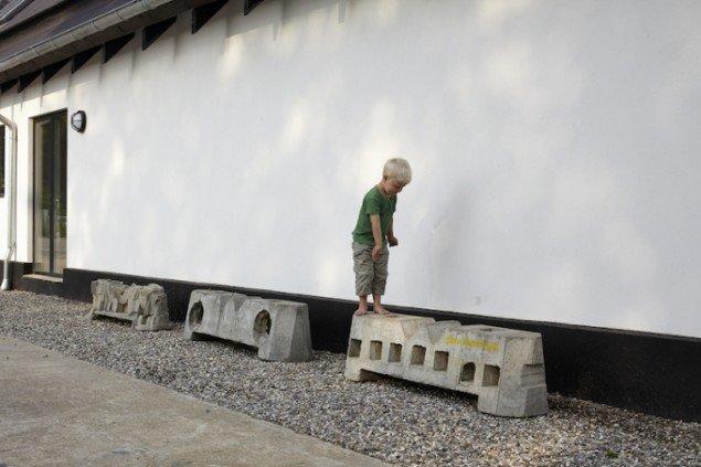 I 2008 eksperimenterede Klemann med at mutere de velkendte Hoffmannklodser. Her er de i 2013 fotograferet ved Rødding Højskole. Foto: Pernille Klemp.