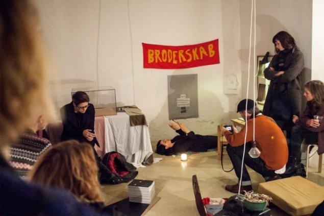 Molly Haslund læser op af Tomas Lagermand Lundmes bogudgivelse Dreng. Foto: Signe Vad