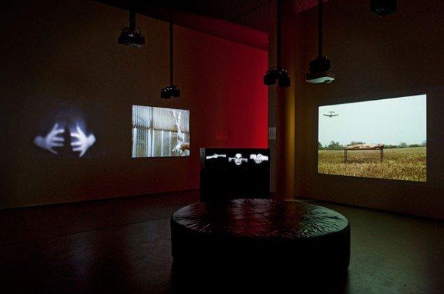 Udstillingsview fra Hanne Nielsen og Birgit Johnsens udstilling, Inklusion / Eksklusion på ARoS. (Foto: Ole Hein Pedersen)
