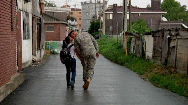Jane Jin Kaisen: Soldier and girl, Stillbillede fra The Woman, The Orphan, and The Tiger lavet i samarbejde med Guston Sondin-Kung, 2010