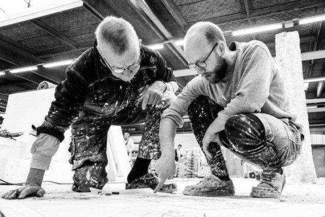 Poul Bækhøj og Morten Modin under arbejdet med udstllingen GENERATOR. Foto: Niels Fabæk