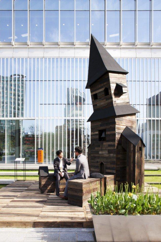 Randi & Katrine: Towerman, 2012. Skulptur i det offentlige rum i Hanbit Media Park, Seoul, Sydkorea. I forbindelse med udstillingen Nordic Day afholdt af Korea Foundation og kurateret af Bora Hong, Factory Gallery. Foto: Chin Hyosook
