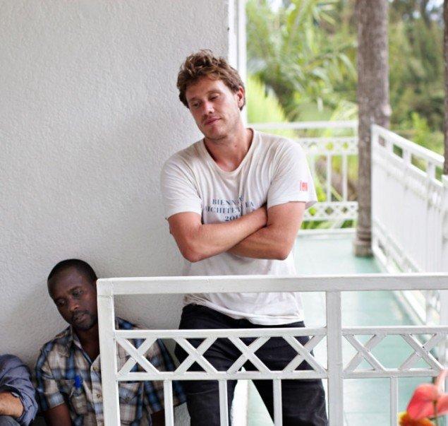 Richard Mosse med lokal mellemmand Abdoul Karim og filmfotograf Trevor Tweeten, efter kampene om byen Goma, 20. november 2012. (Foto: John Holten)