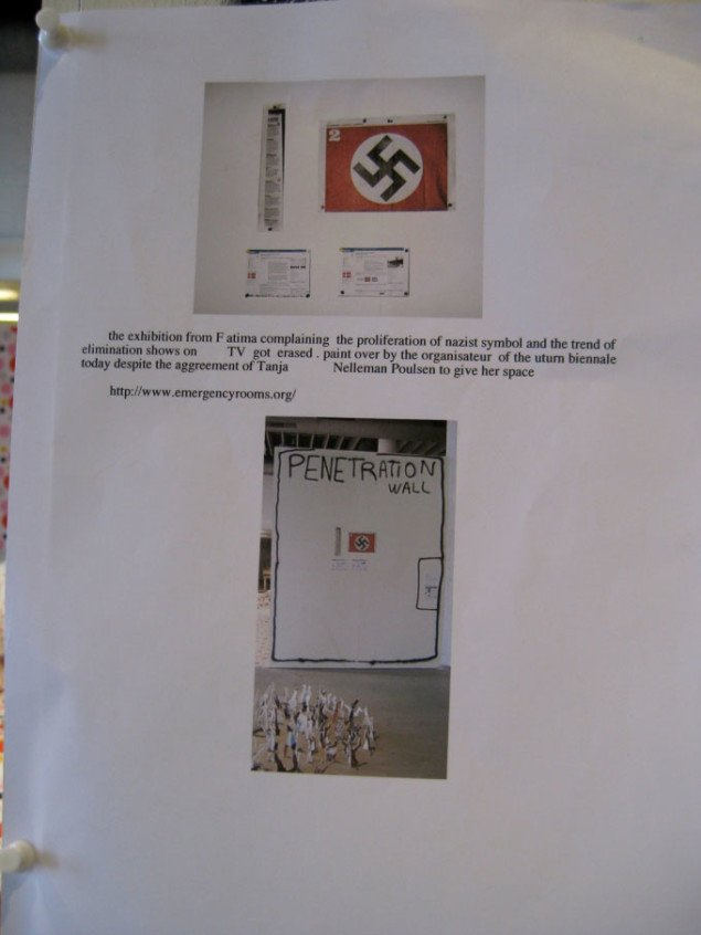 Her ses Colonels opslag på væggen, hvor han skyder skylden på arrangørerne af U-TURN. Foto: Kasper Lie