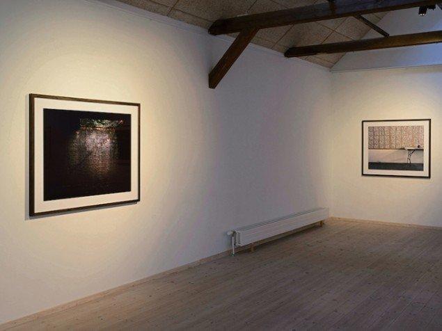 Installationsview fra udstillingen Negatives Beyond the Green, 2015 på Kunstpakhuset, Ikast. Foto: Ismar Cirkinagic
