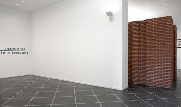 Installationsview fra PER KIRKEBY, LAWRENCE WEINER, 2014-15, Galleri Susanne Ottesen frem til 14. marts. Foto: Stine Heger