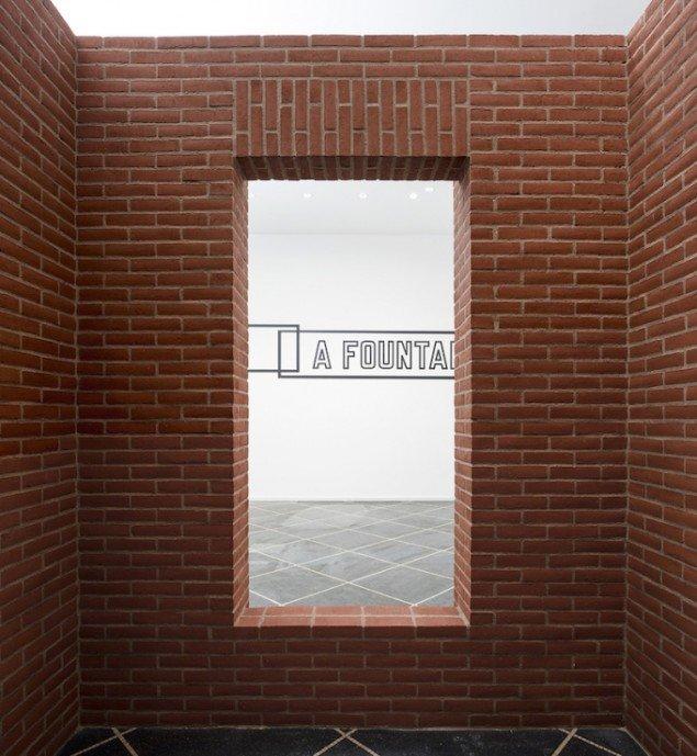 Installationsview fra udstillingen PER KIRKEBY, LAWRENCE WEINER, 2014-15, Galleri Susanne Ottesen til 14. marts. Foto: Anders Sune Berg