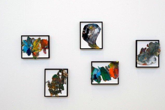 Sofie Bird Møller: Palet-billeder, 2014, akrylmaling monteret i ramme. Foto: Jan Stradtmann