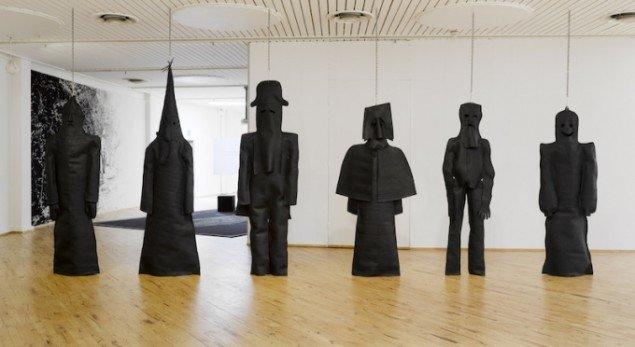 Hesselholdt og Mejlvang: Mørkemænd, 2008 fra udstillingen Socle du Monde, HEART - Herning Museum of Contemporary Art, Herning. Foto: Anders Sune Berg