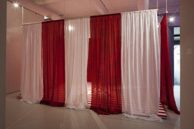 Hesselholdt & Mejlvang: Order of Red and White, 2011. Installationsview fra ENTER II, Kunsthallen Brandts, Odense. Foto: Torben Eskerod
