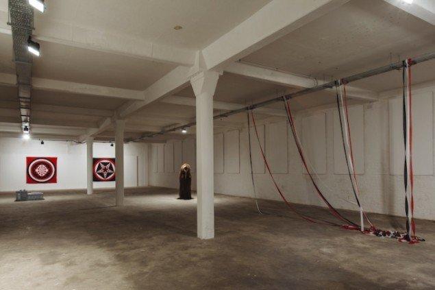 Hesselholdt & Mejlvang: Homeland Security, 2015. Installationsview fra Homeland Security, Platform Arts, Belfast, Nordirland. Foto: Simon Mills