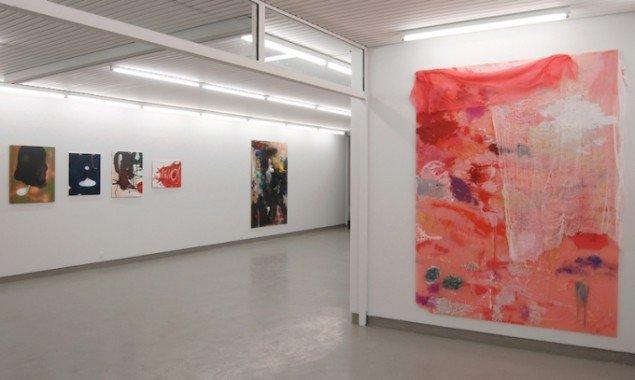 Installationsview fra udstillingen Bagsiden af en blomme, 2015 på Galleri Tom Christoffersen. Foto: Galleri Tom Christoffersen