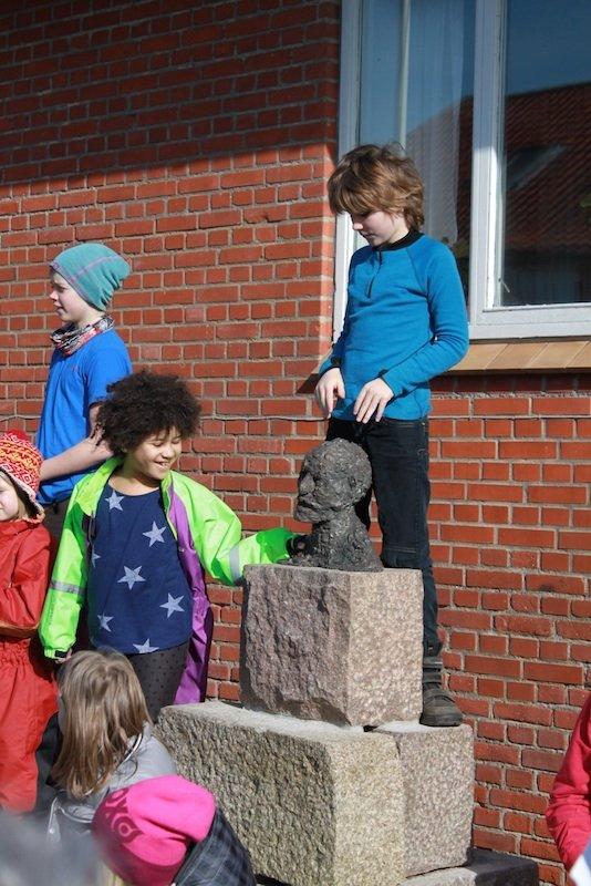Børnenes glædelige gensyn med socialmodelleringen i Fjaltring. Foto: Erik Duckert