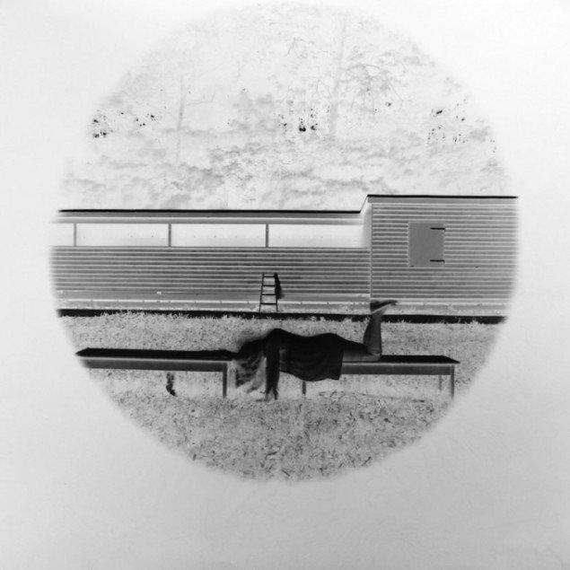 Et af Lysholt Hansens pinhole-fotografier fra Sculpture by the Sea. NLH: Dear Mary (paper) #2, 2013
