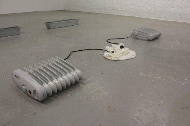 Dear Mary (heaters), 2014. Detalje fra udstillingen Nanna Lysholt Hansen - Dear Mary (Steel), Ringsted Galleriet, 2014. Foto: Nanna Lysholt Hansen