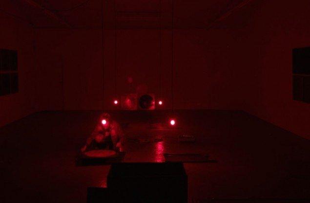 Dear Mary (heaters), 2014. Live performance i forbindelse med udstillingen Nanna Lysholt Hansen - Dear Mary (Steel), Ringsted Galleriet, 2014. Foto: Nanna Lysholt Hansen