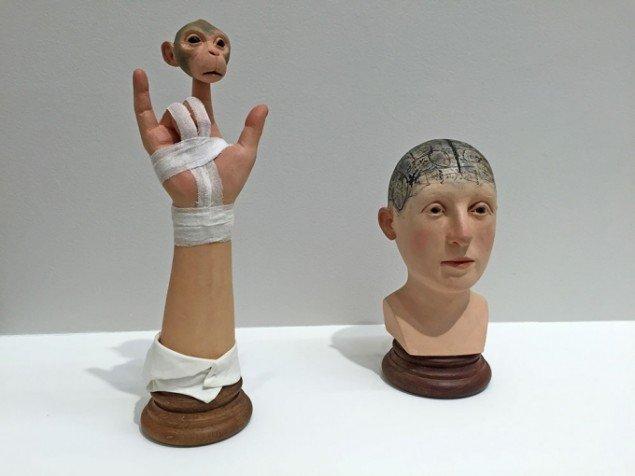 Objekter i papmache og træ af Lotta Hannerz, Lars Bohman Gallery.