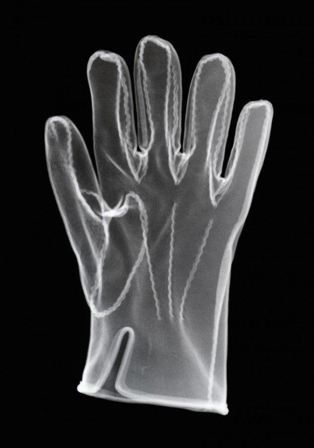 Glove reversed, 2003. Røntgenfotografi/sølvgelatine fiberbaseret fotografi