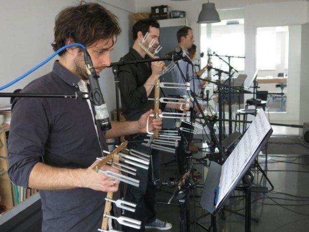 Ensemble Scenatet under prøverne til Simon Løfflers værk til SPOR, Marionetstykke. (Foto: Laura Møller Henriksen)