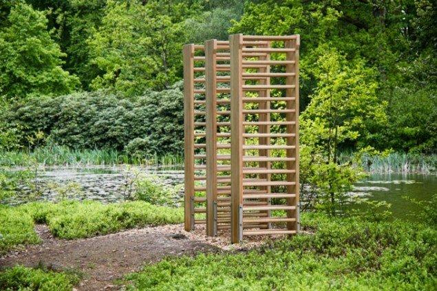 Molly Haslund: Three Double Wall Bars, Wanås Kunstpark, 2014. (Foto: Lea Nielsen)