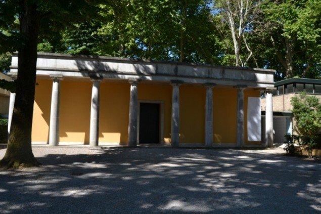 I år vil den dansk-vietnamesiske kunstner Danh Vo indtage rummene i Den Danske Pavillon på Venedig Biennalen. Her ses den ældste del af pavillonen, som er tegnet af arkitekten Carl Brummer i 1932. Foto: Stine Nørgaard Lykkebo