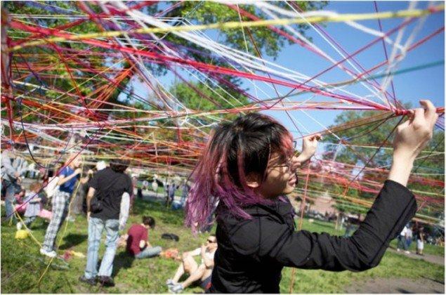 Karoline H Larsen, som vil være en del af Kunst i sollys: Collective Strings, McCarren Park, New York i 2007. (Foto: Lindsay Clipner)