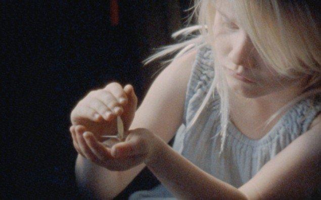 Still fra Maj-Britt Boa: SOMMERFUGLESAKSEN, 2015. 16 mm. smalfilm. Foto: Nicolai Østergaard