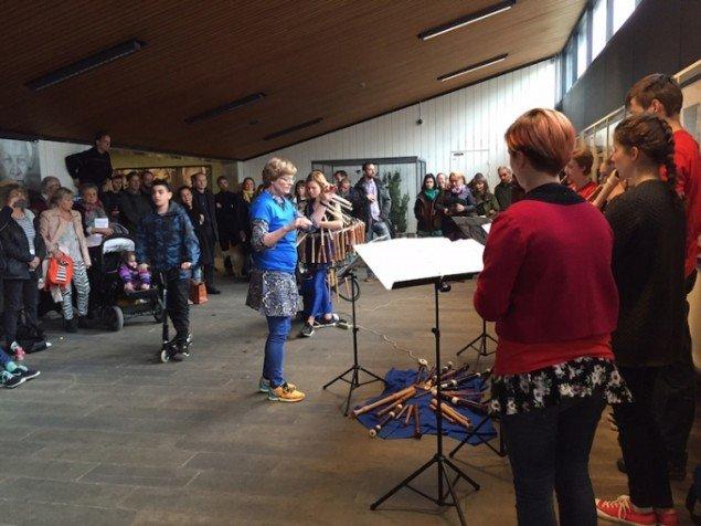 Ragnhild Mays performanceforedrag til ferniseringen, Fløjtens kulturhistorie, 2015, Sydhavn Station. Foto: Mathias Sæderup