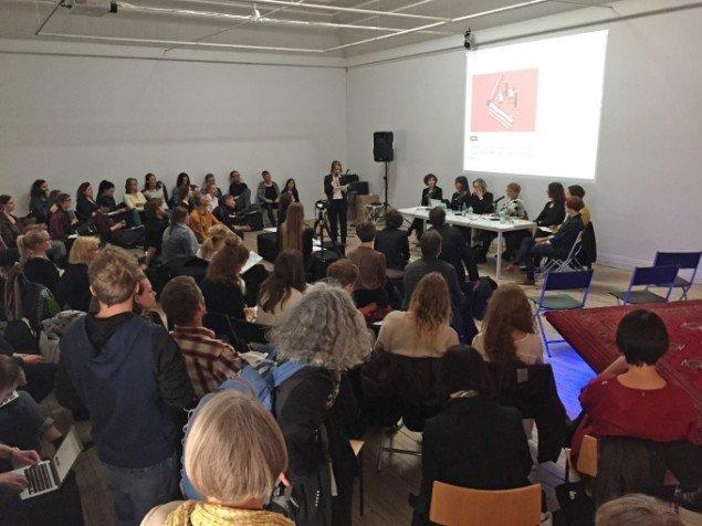 Deabtarragementet Curator talks: Sharing Curatorial Practice på Kunsthal Aarhus havde over 100 besøgende. Foto: Jan Falk Borup