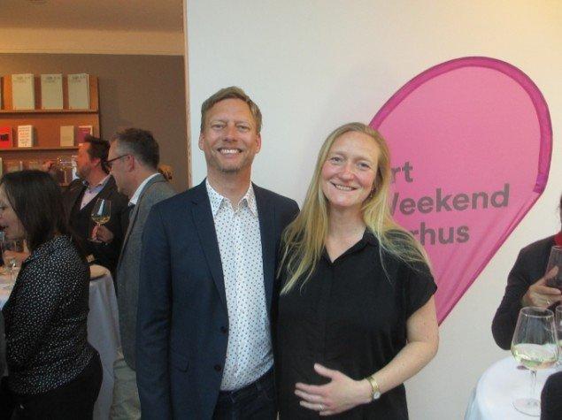 Art Weekend Aarhus teamet med direktør Jan Falk Borup og projektkoordinator Ditte Lyngkær Pedersen i spidsen var synligt glade for at kunne byde velkommen til stor netværksmiddag for 120 gæster. Foto: Ole Bak Jakobsen