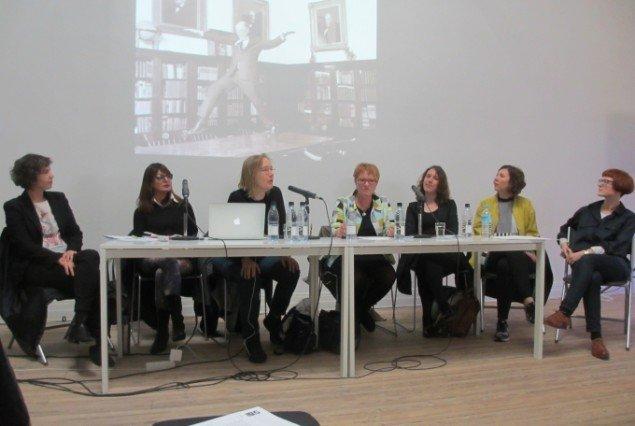 Panelet bstod fra venstre af Chen Tamir, Marina Fokidis , Peggy Sue Amison, Pirkko Siitari, Lauren Reid, Nora Mayr og Rosie Cooper