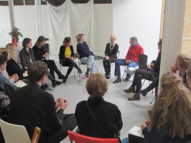 Talk på Det Jyske Kunstakademi med detagerne i udstillingen SITE. Foto: Ole Bak Jakobsen