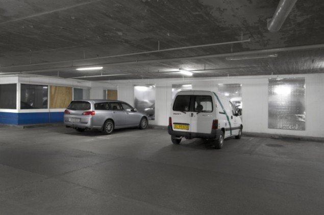 New Paintings Caught in the Headlights of Parking Cars, 2012, Skulptur Odensen 14. Foto: Mikkel Carl
