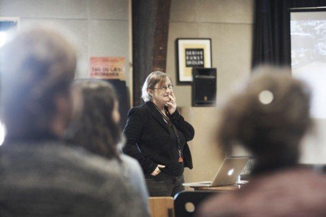 Lise Autogena med talk på Aarhus Billedkunst Center. Foto: Miau Miau Factory