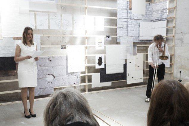 Performance af Mette Østergaard Henriksen og Jens Balder på BITPOPOP. Foto: Miau Miau Factory