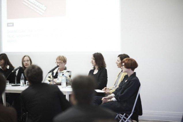 Fra højre Rosie Cooper og Nora Mayr under Curator Talks. Foto: Miau Miau Factory