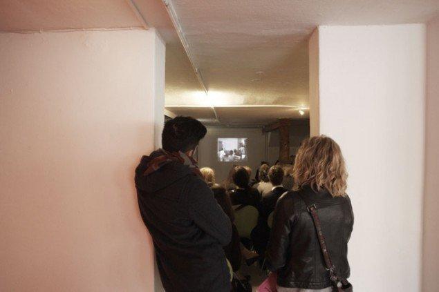 Endnu en velbesøgt talk - denne gang på Galleri Image, hvor en række video- og installationskunstnere fra Galleri Images udstillingsrække Territories blev præsenteret. Foto: Miau Miau Factory