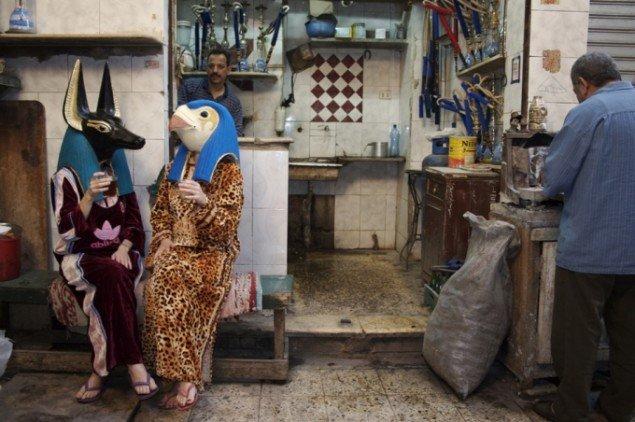 Egyptomaniacs, Horus and Anubis in Islamic Cairo, fotografi, 2006. Foto: Osama Dawod