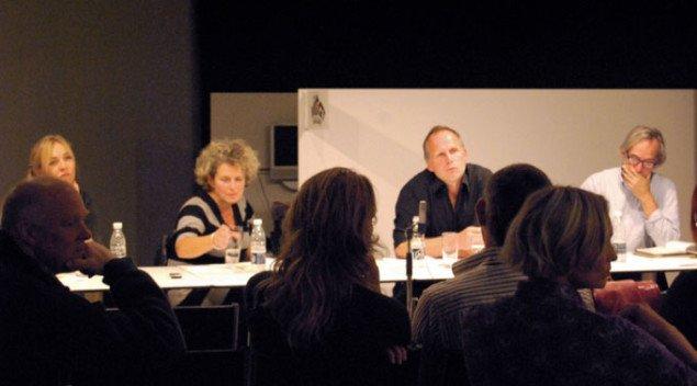 Debatpanelet : Fra venstre Trine Rytter Andersen, Ansa Lønstrup og Torben Rasmussen. Til højre moderator Trevor Davis. Foto: Gitte Le.
