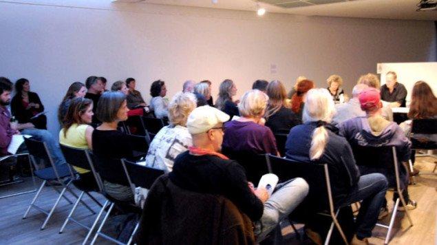Tilhørene følger debatten. Foto: Gitte Le.