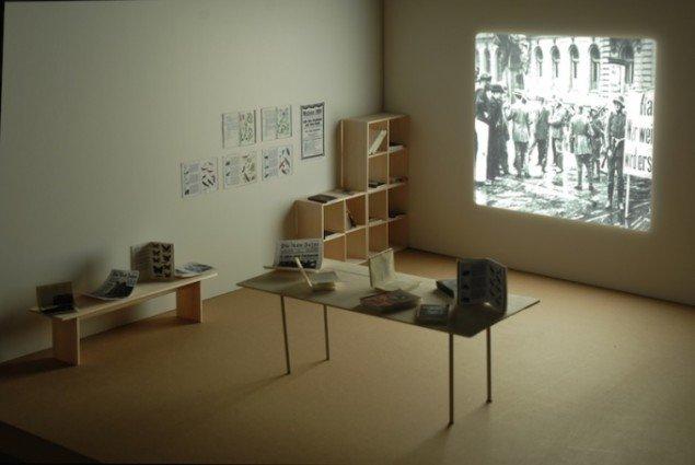 Rosas Letters, to videoprojektioner, installationsview, Montehermoso Vitoria-Gasteiz, 2006. Foto: Pia Rönicke